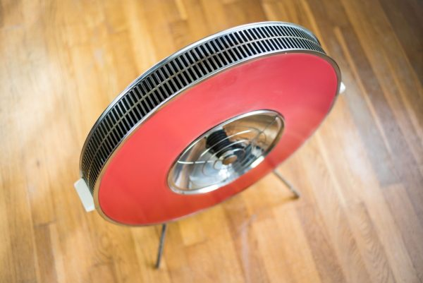 Sofono Circular Electric Heater in Pink/Red and White Enamel 4