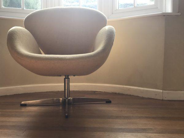 Arne Jacobsen Swan Chair Yellow Fabric 01